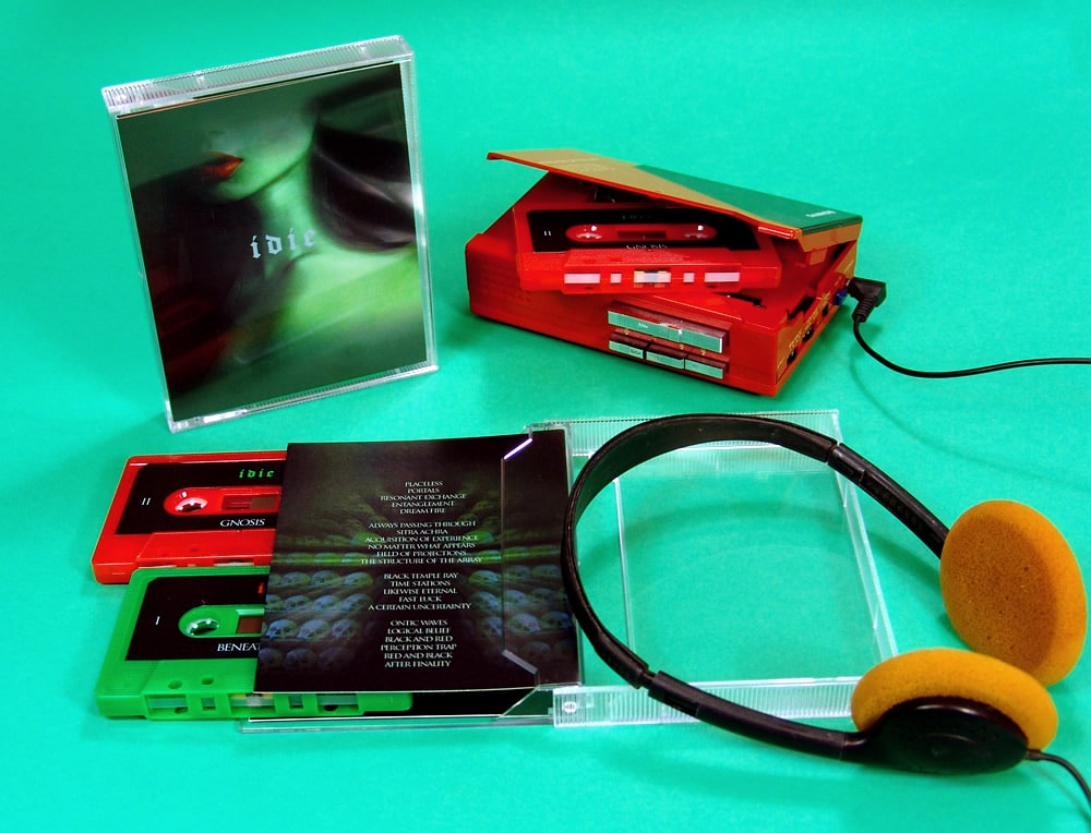 Double cassette set in one of our stacked cases with red and green cassettes and full colour U-cards