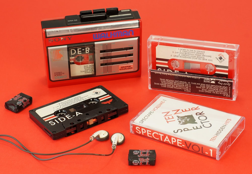 Red and black cassette shells with great retro artwork in clear cases with J-cards
