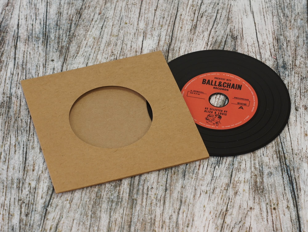 wedding-invitation-vinyl-cd-record-style-wallet-10