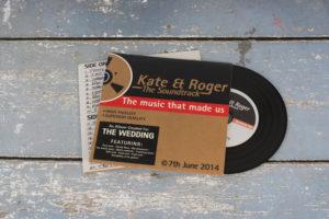 wedding-invitation-vinyl-cd-record-style-wallet-12