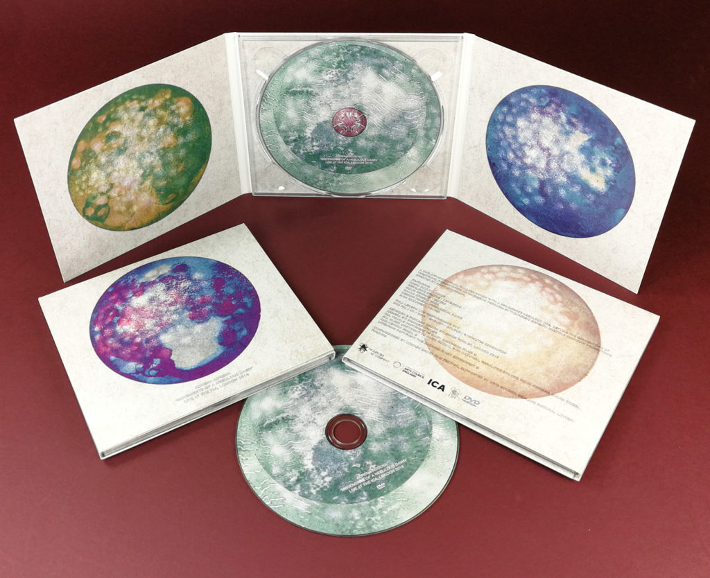 Six page CD digipaks with a single clear disc tray