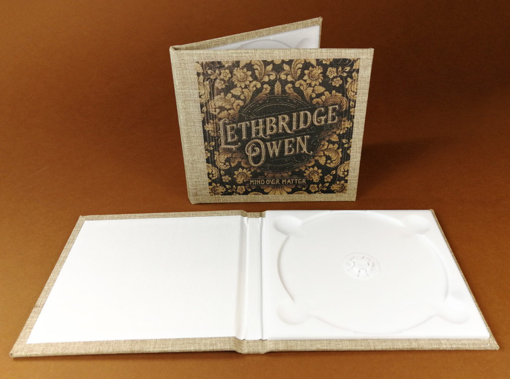 Full colour cover printing on a light brown coarse linen digipak