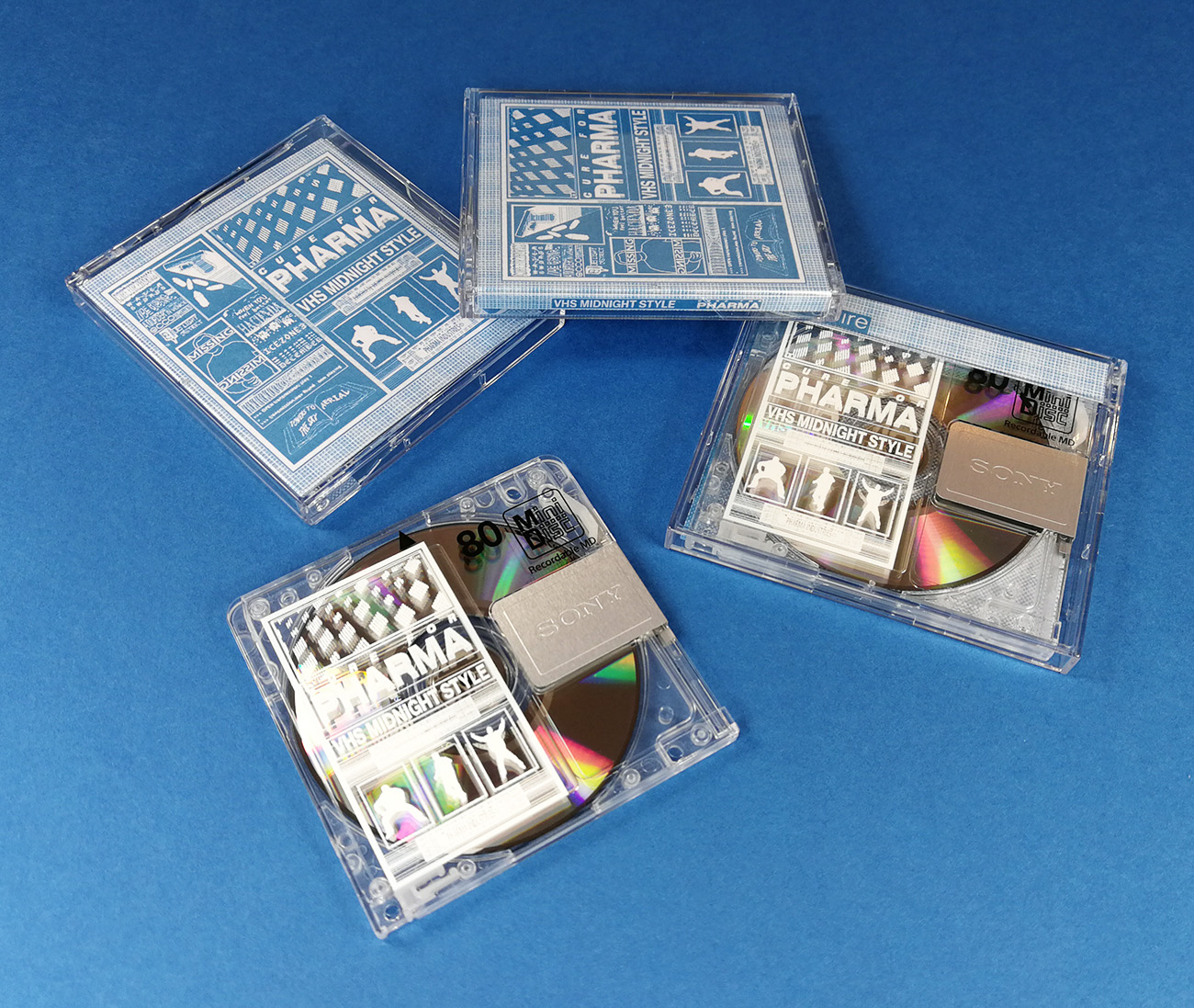 White on-body printing on the MiniDiscs, packed in clear cases with printed inserts