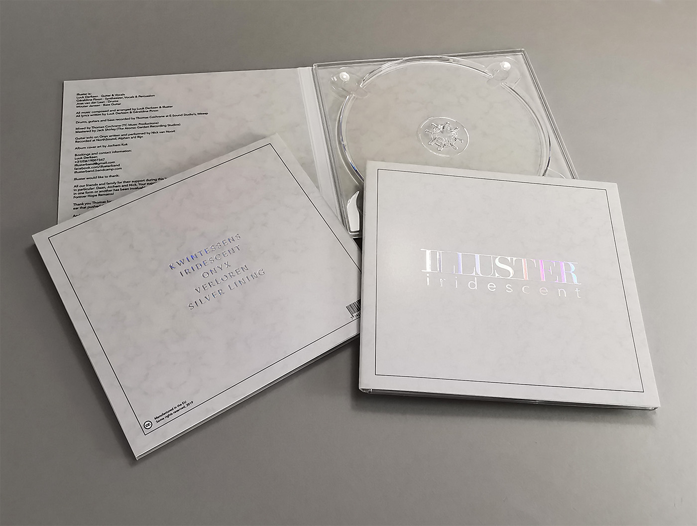 Holographic hot foil printing on the front and rear of CD digipaks